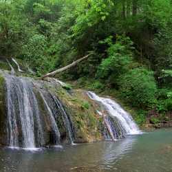 Водопад на реке Безуменка