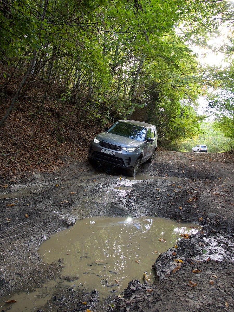Land Rover месит грязь