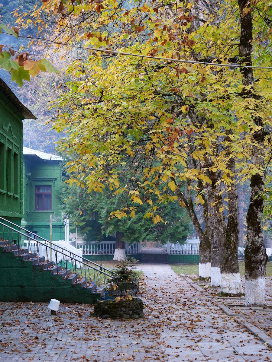 Дача Сталина в Абхазии на озере Рица