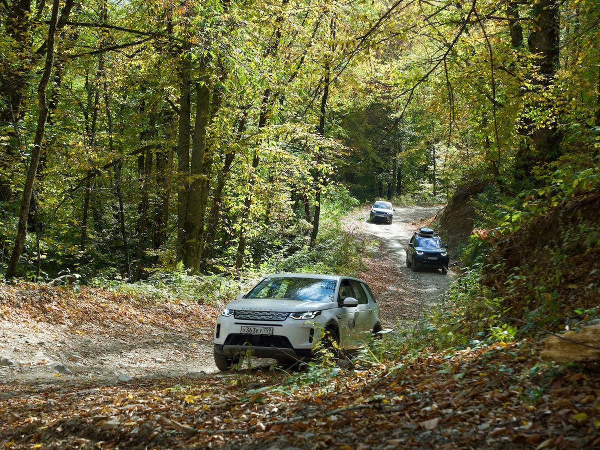 Land Rover в Сочи на горной дороге