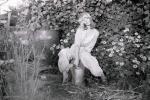 Арина в огороде