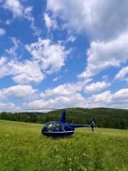 Вертолет в поле
