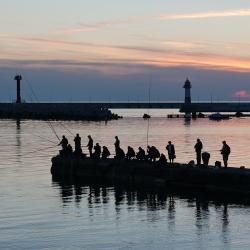 Рыбаки на Центральной набережной Сочи. Fishermen on the Central promenade of Sochi