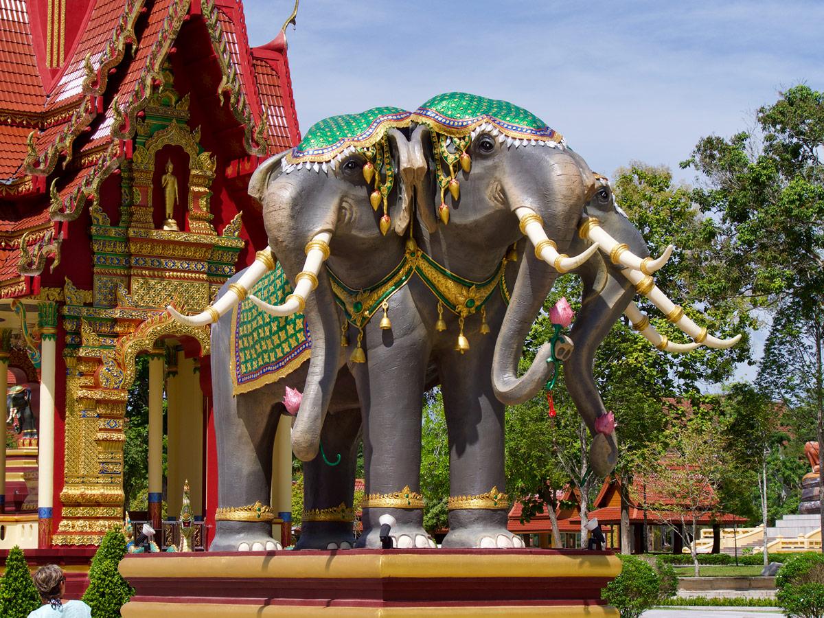 Wat Maha That Wachiramongkol, Слон с тремя головами