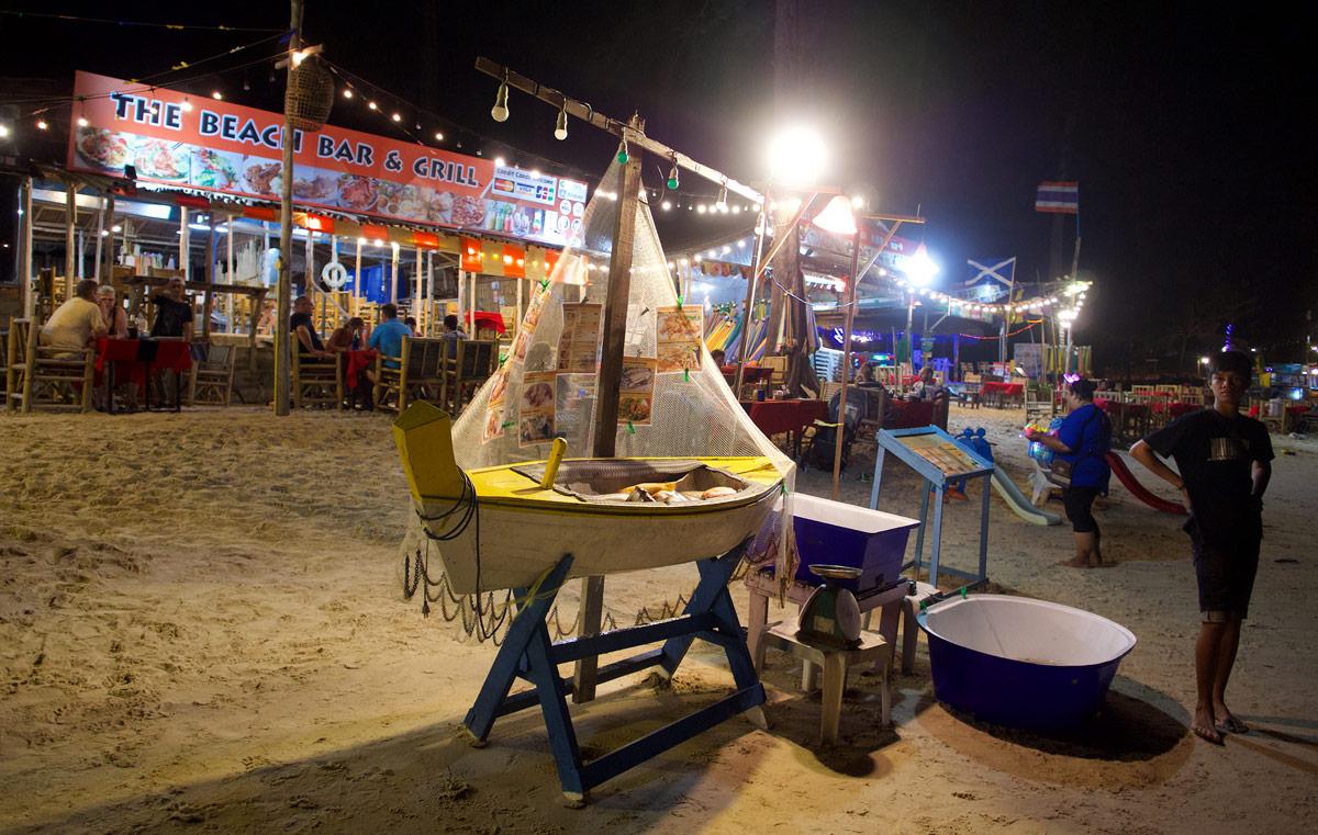 Морской ресторан на берегу Bangtao Beach
